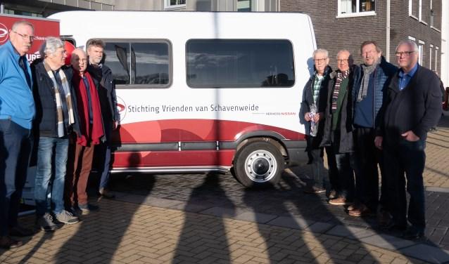 Nieuwe bus Schavenweide en de chauffeurs. Foto: Rob Wanrooij