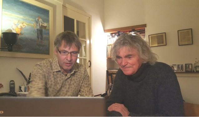Bart van den Goorbergh en Hans Keuper bezig met voorbereidingen voor het concert. Foto: Iris Jansen