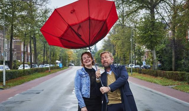 Zutphense Pracht hoofdredacteur Brigiet Bluiminck en columnist Harm Edens. Foto: Dik Windhouwer