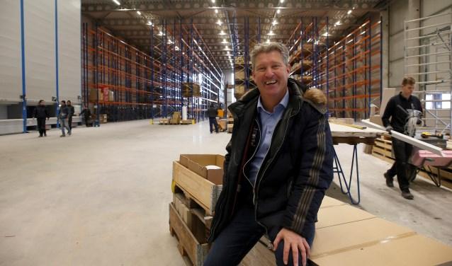 Ronald Ruesink in het magazijn van de nieuwe fabriek. Foto: Hans Prinsen