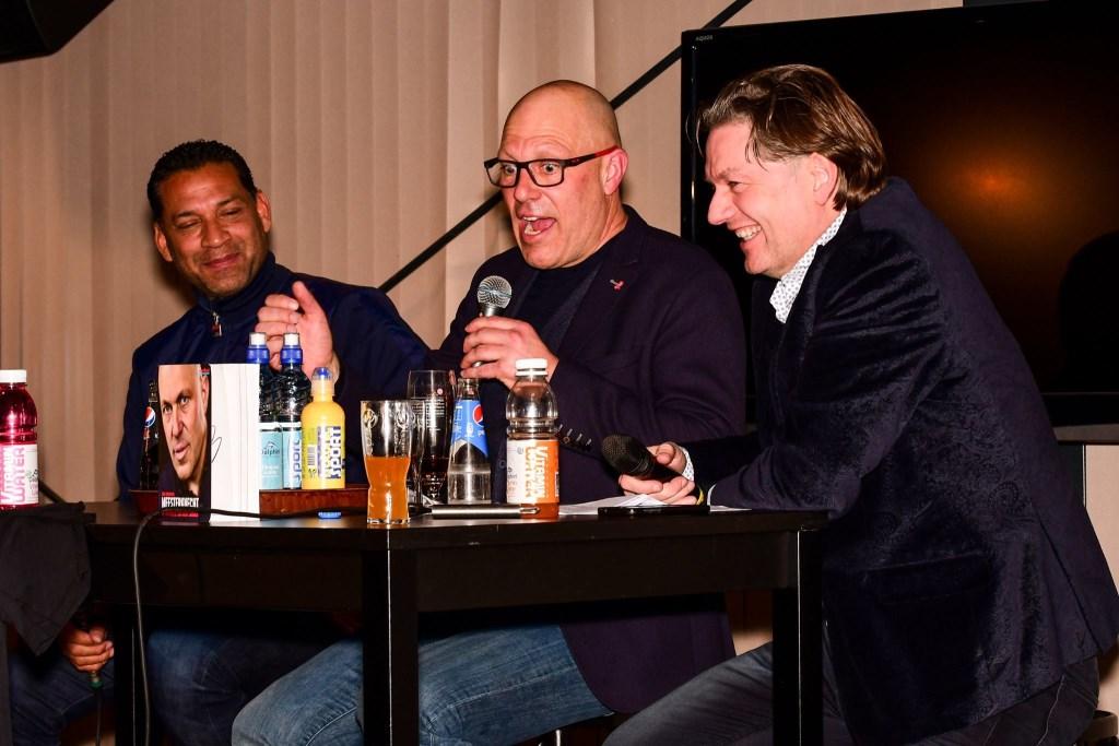 Henk Fraser, Gert Jacobs (midden) en presentator Eddy van der Ley. Foto: Evert Braakhekke  © Achterhoek Nieuws b.v.