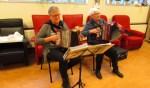 De dames Sueters en Buijl vermaakten hun publiek met muziek. Foto: PR