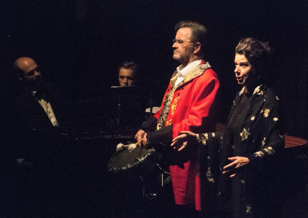 Marjon Westerdiep tijdens haar solo in Cavalleria Rusticana. Met trommelslager Joop Dijkman uit Eibergen, pianist Evert-Jan de Groot en violist Papillon Boddeke, die hem nu assisteert. Foto Ans ter Horst