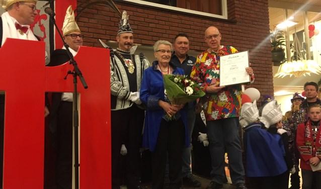 Prins Thiemo I en de drie ambassadeurs van de Vrijwilligers van het Gertrudis te zien. Foto: Thijs Heering.