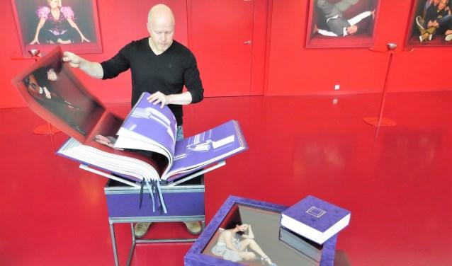 Paul Dekker heeft zijn levenswerk met de boeken 'The Artist Cube' verwezenlijkt. Foto: Josée Gruwel