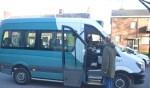 Chauffeur van de buurtbus, Alexander Rutjes, is met zijn 41 jaar een jonkie. Foto: Joke Burink