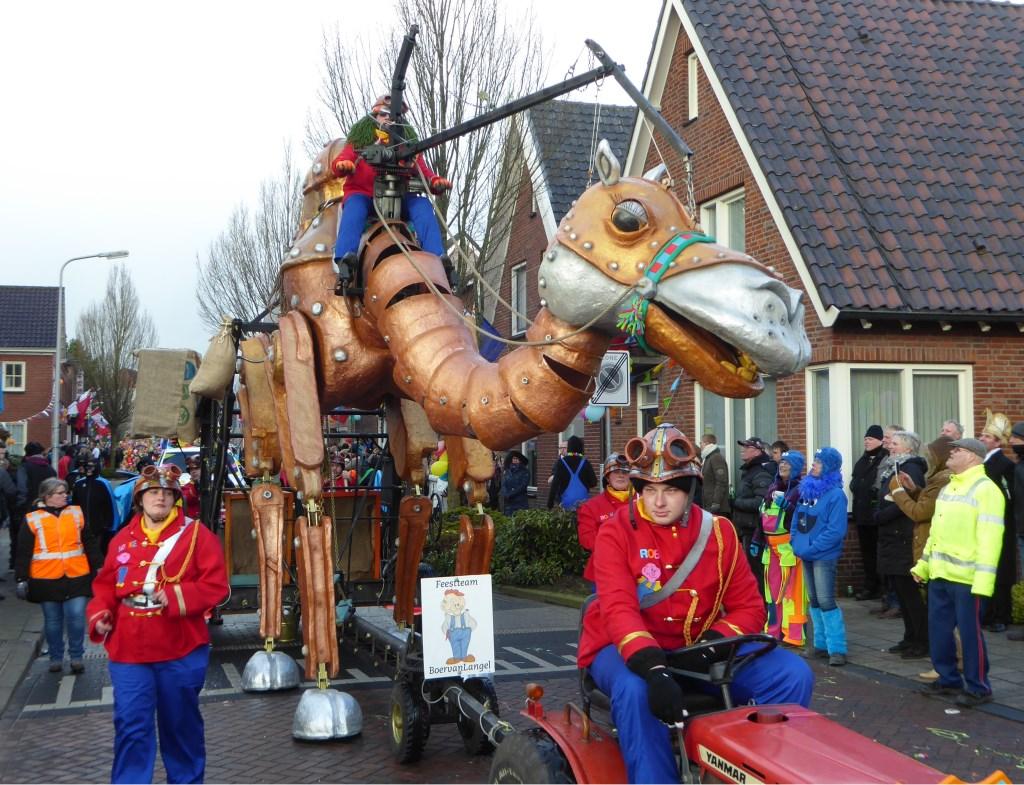 Ook de kameel gooide hoge ogen.   © Achterhoek Nieuws b.v.