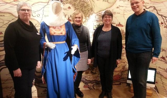 Maria Schlaghecke, Maria Gertsen, Adri van den Dikkenberg en Martien ten Hoeve (Vrijwilligersplein). Foto: Joke Burink