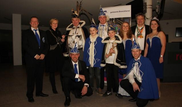 Prins Erik de Tweede en zijn gevolg krijgen de sleutel van Sneppendorp van burgemeester Marianne Besselink. Foto: Liesbeth Spaansen
