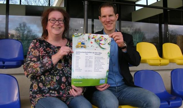 Daphne Ankersmit en Jeroen Sanders, de organisatoren van het Reünie Voetbaltoernooi. Foto: John van der Kamp