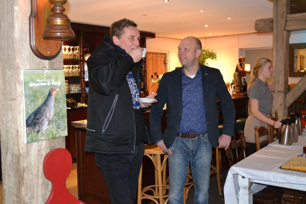 Burgemeester Stapelkamp geniet van een kopje koffie. Foto: Karin Stronks  © Achterhoek Nieuws b.v.