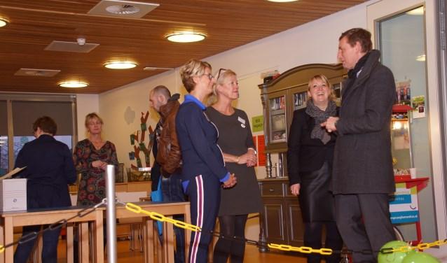 Ook burgemeester Anton Stapelkamp kwam een kijkje nemen. Foto: Frank Vinkenvleugel
