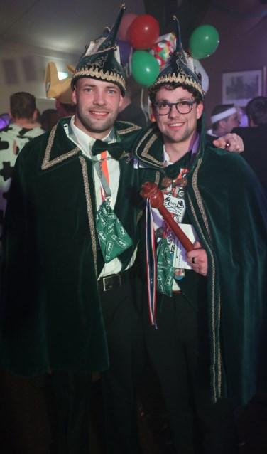 Prins Bjorn (Nijenhuis) de Eerste en zijn adjudant Bram (Klein Haneveld). Foto: PR