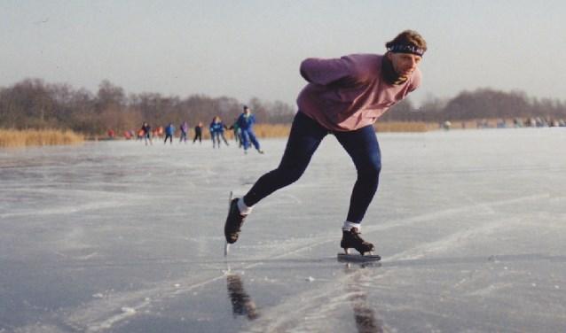 Karel Berkhuysen schaatsend in de omgeving van Hilversum. Foto: PR
