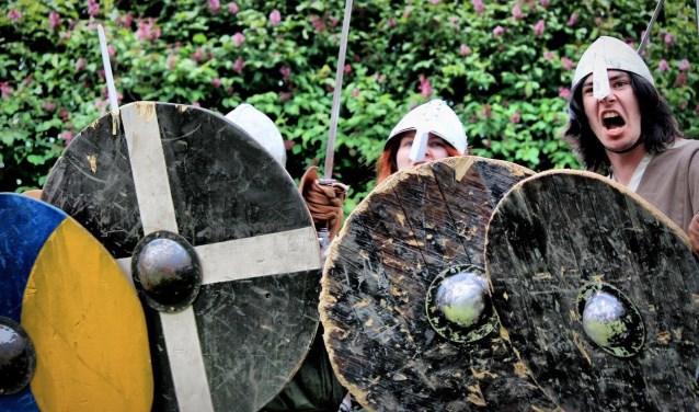 Vanuit heel Europa komen stoere krijgers naar het archeologisch openluchtmuseum Erve Eme. Foto: PR