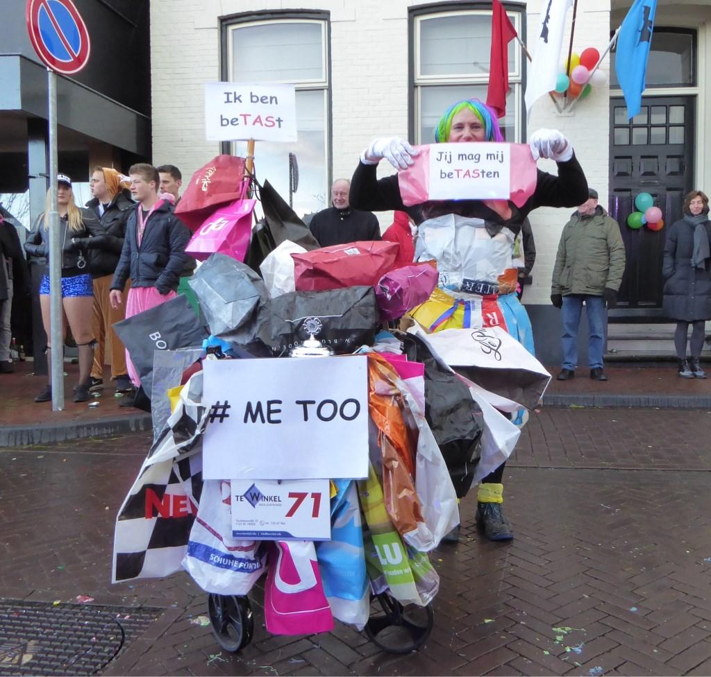 Me too, ook in de optocht in Neede. Foto: Rob Weeber  © Achterhoek Nieuws b.v.