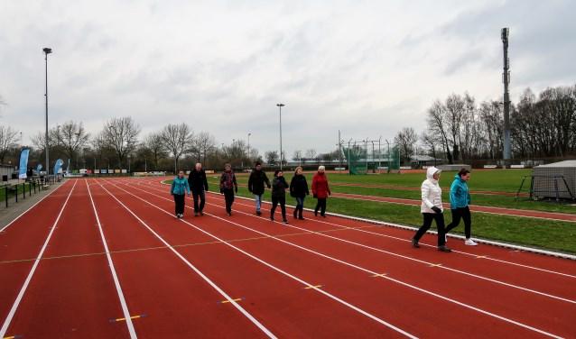 Wandelen in de groep voor mensen met een chronische aandoening. Foto: Luuk Stam