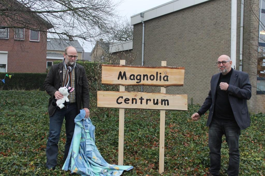De wethouders hebben het naambord onthuld. Foto: Leo van der Linde  © Achterhoek Nieuws b.v.
