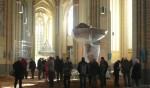 Bezichtiging van de open liggende kerkvloer. Foto J. Frings