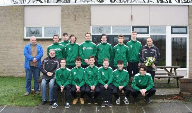 ST-team Vorden- Ratti JO19-3 in de nieuwe trainingspakken. Foto: PR
