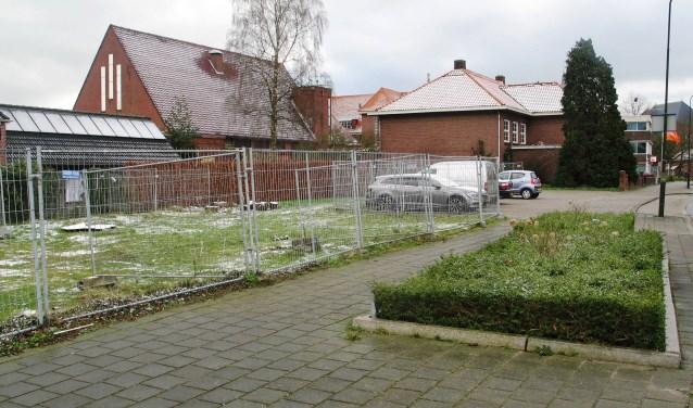 Op de hoek Gasthuisstraat en Jeugdkerkstraat komt groen parkeren. Foto: Bernhard harfsterkamp