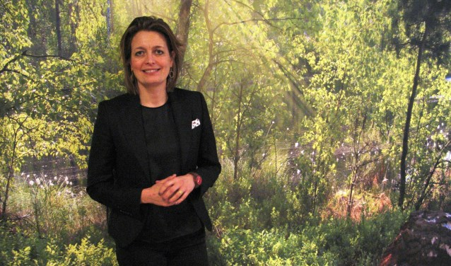 Lijsttrekker Ilse Saris wil graag meer groen in het dorp. Foto: Bernhard Harfsterkamp
