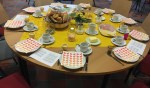 De tafels staan gedekt voor het paasontbijt. Foto: PR