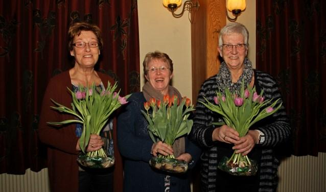 Jubilarissen Ineke Klein Lenderink, Antoinette Huurnink en Hennie van Hal. Foto: Liesbeth Spaansen
