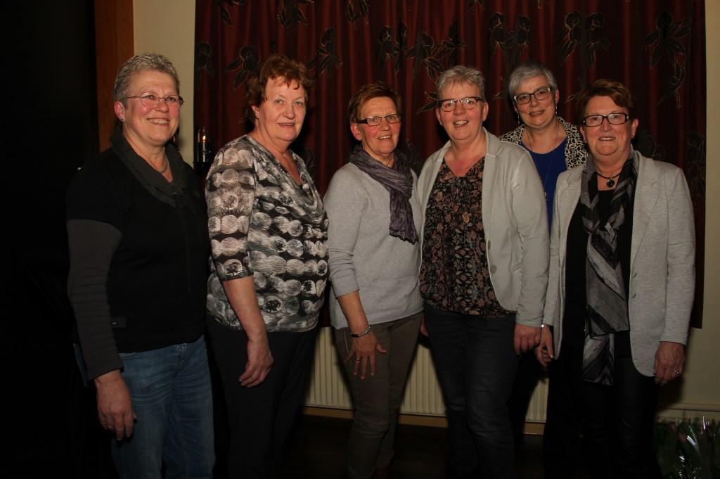 Het bestuur van Mozaïek - Christelijke Vrouwenvereniging. Foto: Liesbeth Spaansen  © Achterhoek Nieuws b.v.