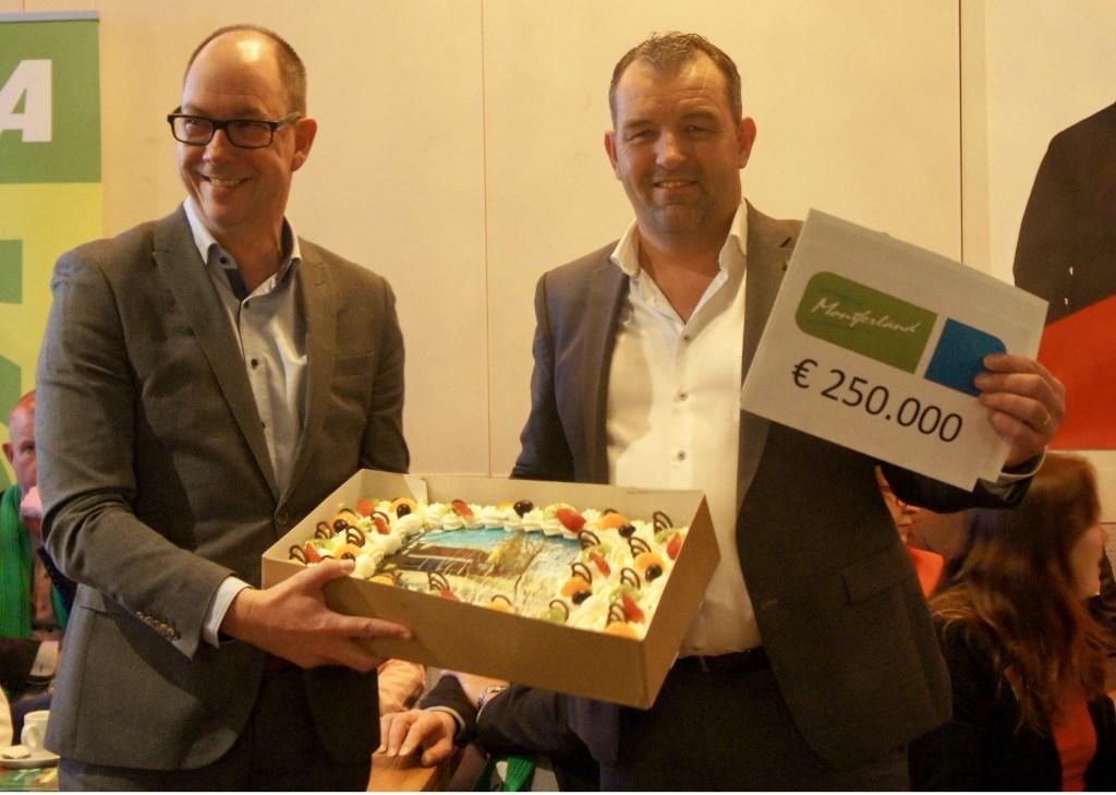 Marcel Wagener van de gemeente en Jeroen Rosendahl (r) van Werkgroep Leefbaar Nieuw-Dijk. Foto: Susan Wiendels
