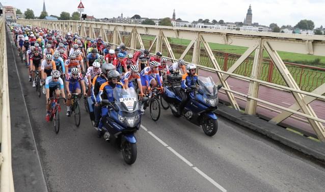 Olympia's Tour op IJsselbrug 2016. Foto: PR