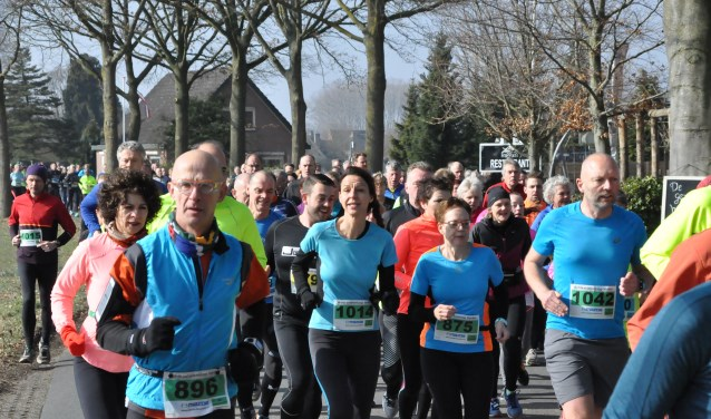 Ruim 1100 deelnemers namen deel aan de 31ste editie van de Vordense Achtkastelenloop. Foto: Theo Jansen.