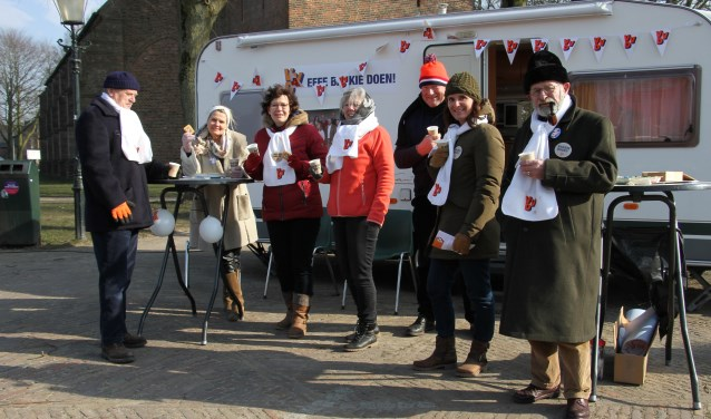 De VVD-caravan trekt door Bronckhorst. Foto: Liesbeth Spaansen