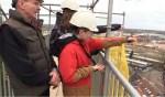 Tijdens de werkzaamheden van de daken en de toren van de Nieuwstadskerk bezoeken leerlingen de bouwplaats. Foto: PR