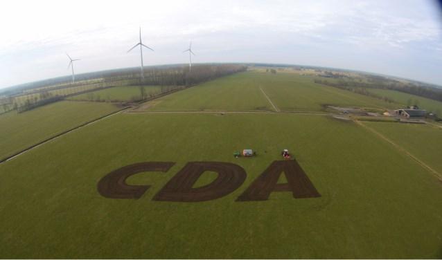 'CDA'  is gemaakt (geploegd) in het weiland van Vincent Krabbenborg, Veenweg 4 in Harreveld. Foto: PR