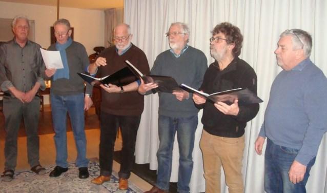 Octo Viri. Van links naar rechts: Lubbert Baarssen, Vincent Krabbenborg, Henny Barnhoorn, Felix Kamperman, Hans Rensink, Gerrit Rensink. Foto: PR
