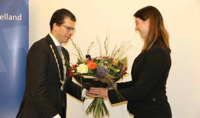 Marina Stel wordt welkom geheten door de burgemeester. Foto: Jaime Lebbink