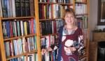 Naast politiek is Tineke Zomer in haar vrije tijd graag bezig met lezen. Foto: Bernhard Harfsterkamp