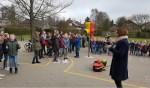 Schreeuwende leerlingen op het schoolplein. Foto: Manon Straatmans