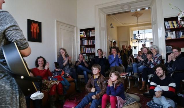 Festival Gluren bij de Buren trok ook dit jaar vele bezoekers. Foto: Jikke Göbel