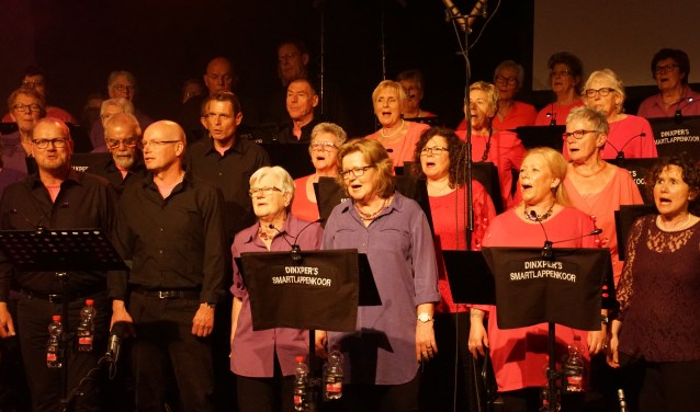 Het jubilerende koor. Foto: Frank Vinkenvleugel