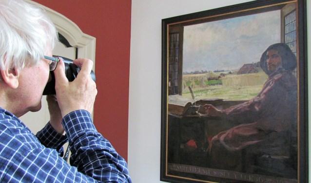 Fotografen van museum De Scheper in Eibergen maakten deze week in Utrecht foto's van het onbekende Sluiterschilderij, dat is vervaardigd door Frans Oerder. Foto: PR