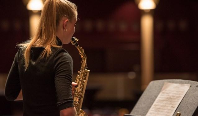 Saxofoniste Talentenklas Isa Weultjes. Foto: Marije van den Berg