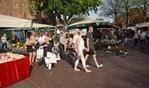 De markt in Dinxperlo zorgt altijd voor veel gezelligheid; daarop rekent het Ondernemersfonds Dinxperlo ook op voor dinsdag 1 mei. Foto: Frank Vinkenvleugel