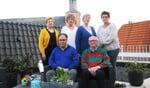 Het comité met staand vlnr Maria Monasso, Sylvia Wentink, Marianne Frank en Diny Vennebekken en zittend vlnr Boukhiyar Taouil en Tonny Koppers. Foto: Theo Huijskes