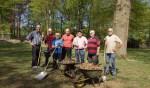 De vrijwilligers die zich inzetten in het Welinkbos. Foto: Frank Vinkenvleugel
