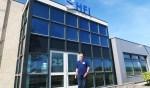Johan Huurneman, staand voor het bedrijf HFI in Groenlo. Foto: Theo Huijskes