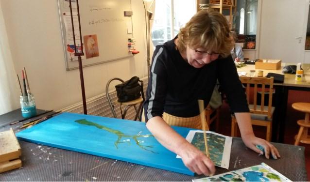 Een cursist aan het werk in het atelier van Anne von Drehle. Foto: PR