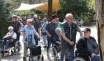De weergoden waren goed gezind en de vrijwilligers konden zo de gasten heerlijk duwen in een lentezonnetje. Foto: PR.
