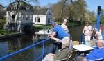 Genieten van een boottocht langs historische dorpjes. Foto: Bertus Jolink